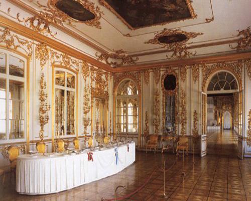 Неповторимы зеркальный тронный зал и возрожденная янтарная комната